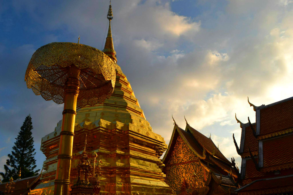 5 reasons why we loved Chiang Mai - a buddhist temple on Doi Suthep outside of Chiang Mai
